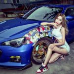 Người đẹp xăm trổ cực hấp dẫn bên Hyundai genesis