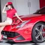 Ngất ngây vẻ đẹp chân dài bên siêu xe Ferrari F12