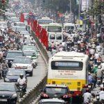 Lái xe trên đường phố Hà Nội đông đúc cần chú ý những gì ?