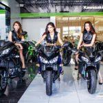 Bộ 3 chân dài cực xinh bên siêu mô tô Kawasaki