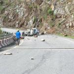 Lai Châu: Hyundai i10 bị đá lớn đè, tài xế tử vong tại chỗ