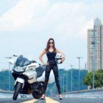Người đẹp bên xế mô tô khủng hút mắt cộng đồng mạng