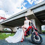 Chân dài mặc váy dài khoe dáng cùng siêu xe Ducati Hypermotard