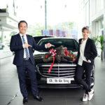 Ca sĩ Vũ Cát Tường mua xe sang Mercedes E200 mới