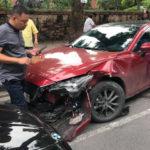 Mazda 3 nát đầu khi tông vào BMW 5 series ở Hà Nội