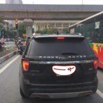 Buồn cười xe Ford Explorer dán chữ Range rover sau xe