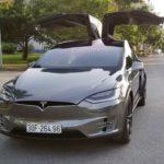 Tesla Model X của Dương Kon dán đề can bóng loáng