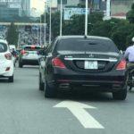 Mercedes S class độ ngược đời dán lô gô E300 AMG