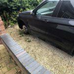 Cầu thủ Anh người bị trộm bánh BMW X5, người mất Range rover