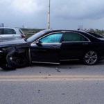Mercedes S500 giá 7 tỷ va chạm Toyota Altis hư hỏng nặng