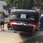 Honda CR-V mới 2018 bị lật ngửa giữa đường