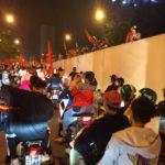 Hà Nội: Những hình ảnh cổ vũ bóng đá nhiệt tình ngoài đường phố