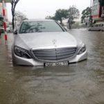 """Xe nhiều tỷ Mercedes, BMW, Lexus, Maserati """"lội nước"""" ở Đà Nẵng"""