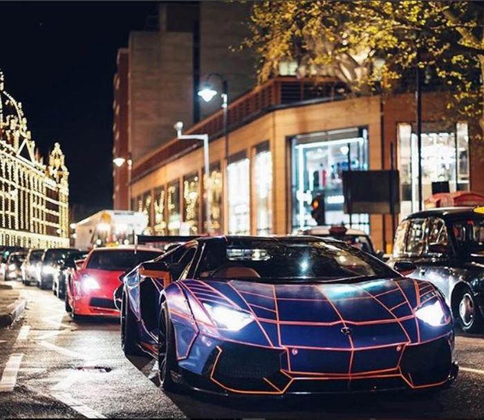 Khoe xe cộ siêu giàu