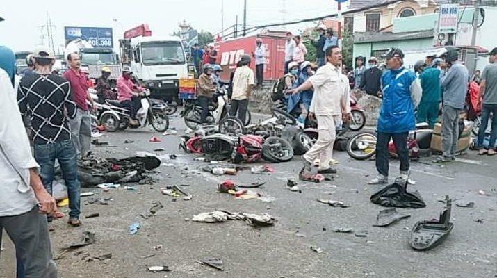 Tai nạn xe Container đâm hàng chục người tham gia giao thông