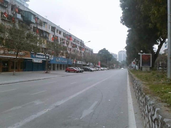 Đường phố Hà Nội vắng vẻ đầu năm