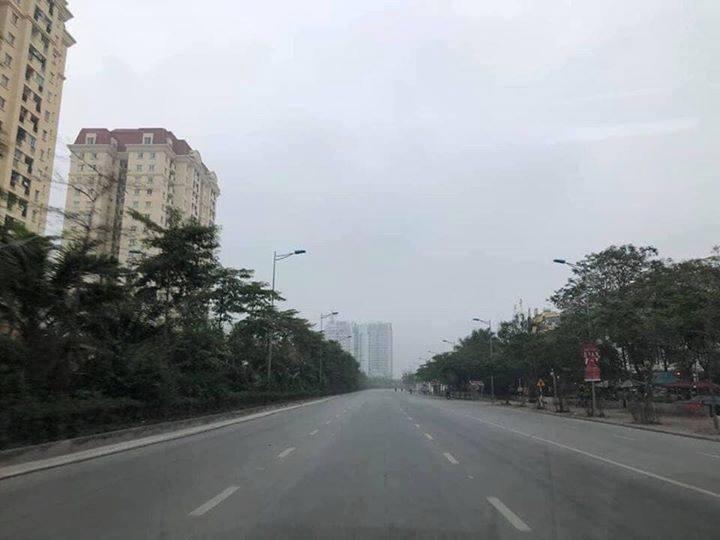 Đường phố Hà Nội yên tĩnh đầu năm