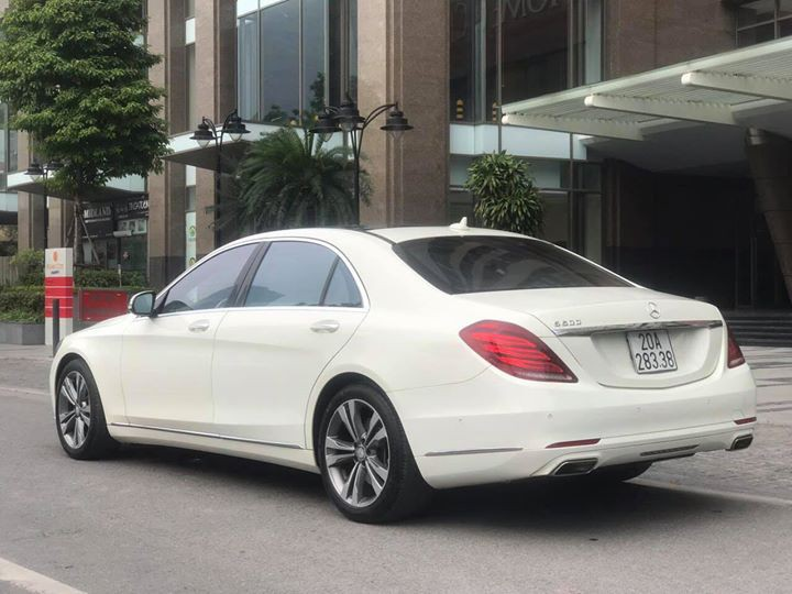 Đuôi xe Mercedes đời mới