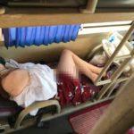 """Loạt ảnh các cô nàng ngủ """"phơi hàng"""" trên xe Buýt về quê ăn tết"""