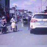 Con trai va vào xe máy, người bố xuống tát người phụ nữ gây bức xúc