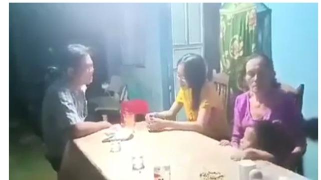 Người tát phụ nữ xin lỗi