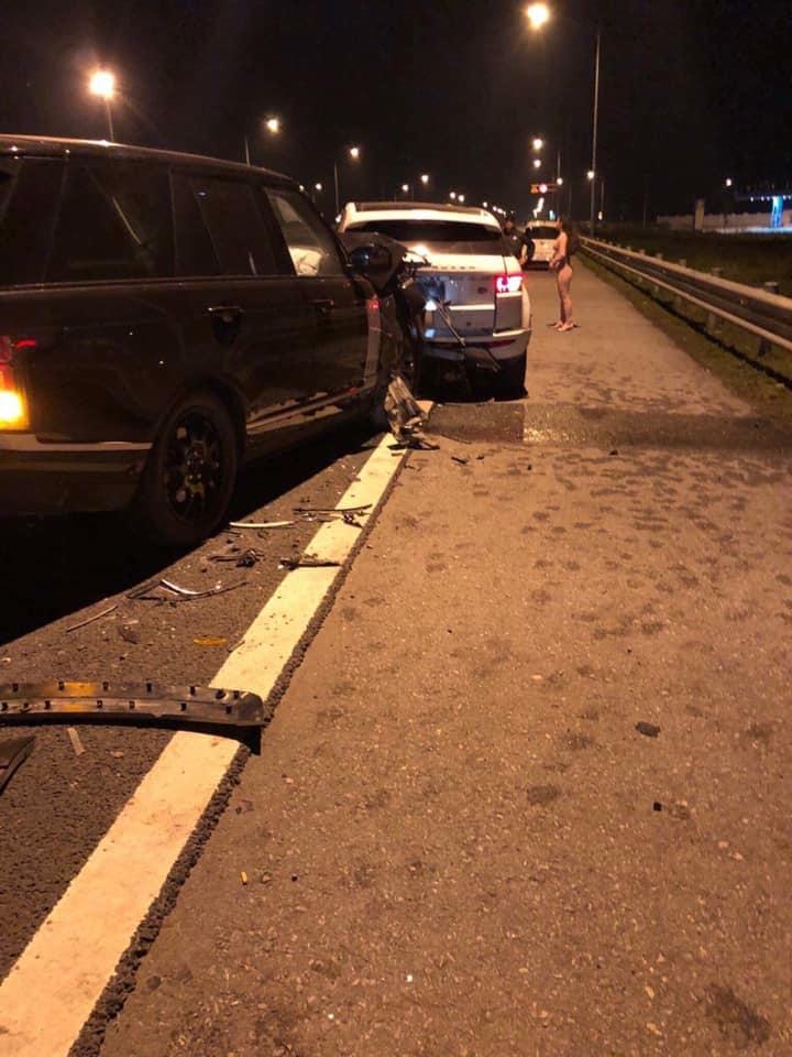 range rover đâm nhau giữa đường cao tốc