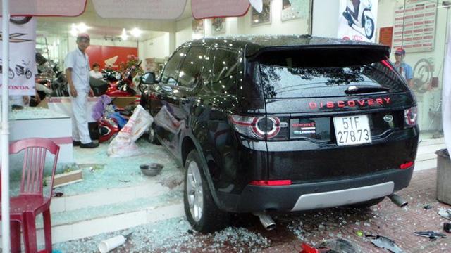 Vận đen Range rover tai nạn