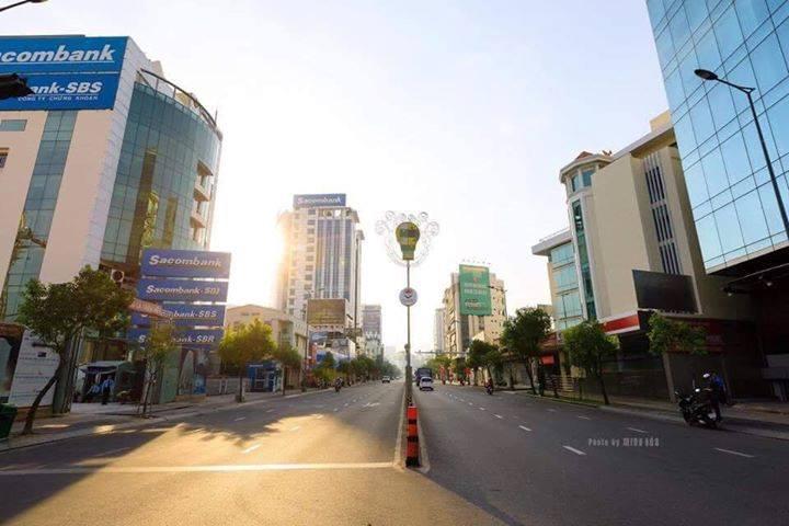 Đường phố Sài Gòn yên tĩnh ngày mùng 1 tết