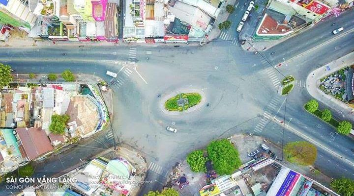 Đường phố Sài Gòn vắng mùng 1 tết