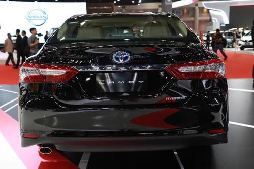 Toyota Camry 2019 được đánh giá đẹp và thể thao hơn. Tuy nhiên nhiều chuyên gia nhận thấy nó rất giống bản 2010 đẹp Nhất VN