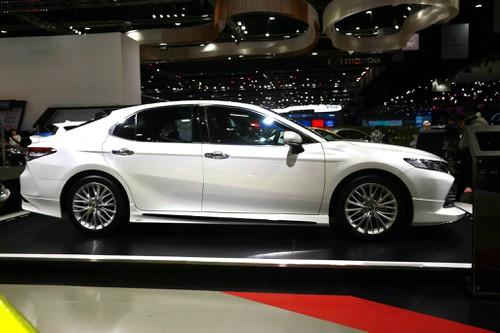 Toyota Camry 2019 được đánh giá đẹp và thể thao hơn. Tuy nhiên nhiều chuyên gia nhận thấy nó rất giống bản 2010 đẹp Nhất