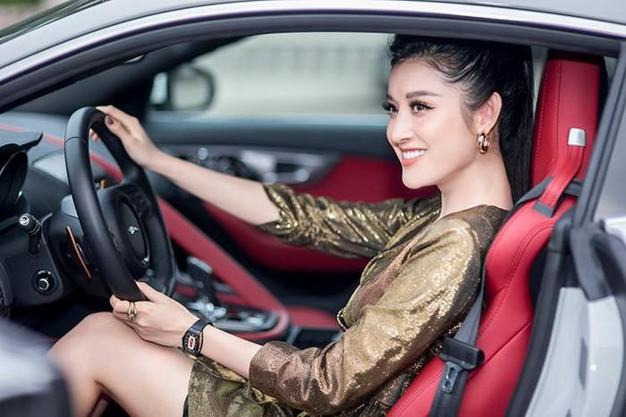Á hậu Huyền My mua xe đẹp