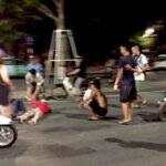 """Video hai niên đua xe bị ngã xòe """"cầy thịt"""" trên đường chục mét ở Hồ Hoàn Kiếm"""