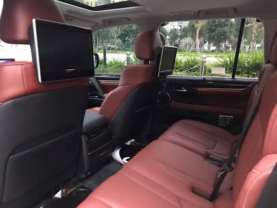 Ghế sau xe sang Lexus LX570