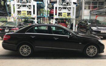 Xe đại gia Mercedes E300 đẹp đời cũ