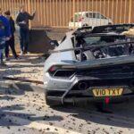 Vừa khởi động xe, Lamborghini lao vào tường siêu xe nát bét