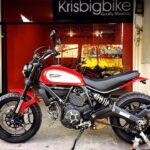 Video Khá bảnh ngồi lên xe Ducati tiền tỷ nẹt pô đầy phấn khích
