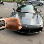 Đại gia Việt và mốt khoe ảnh đeo đồng hồ nhiều tỷ lái siêu xe