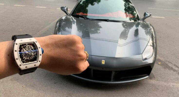 Đại gia đeo đồng hồ khủng