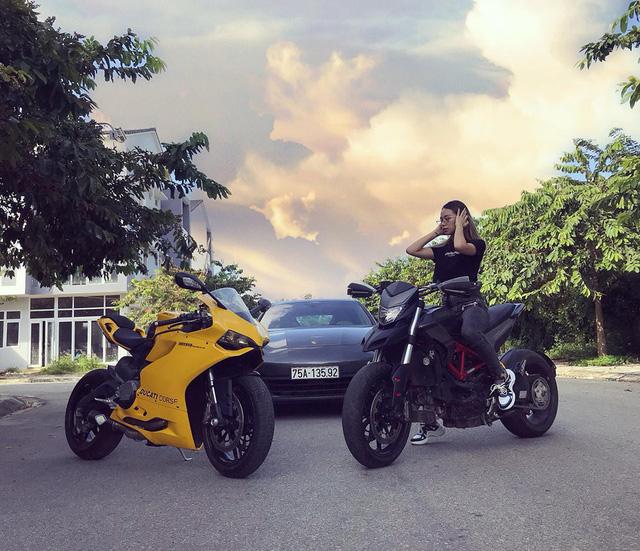 Nữ biker Huế