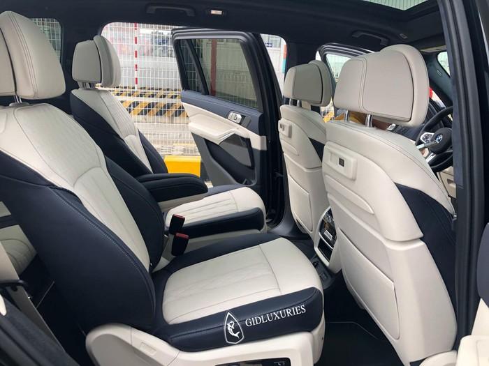 Ghế sau xe sang BMW
