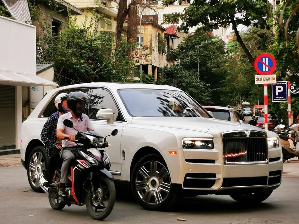 Rolls royce khủng dạo phố