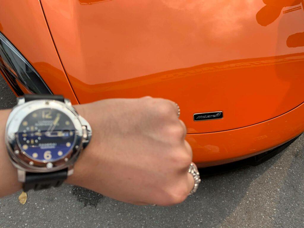 Siêu đồng hồ đắt giá bên xe