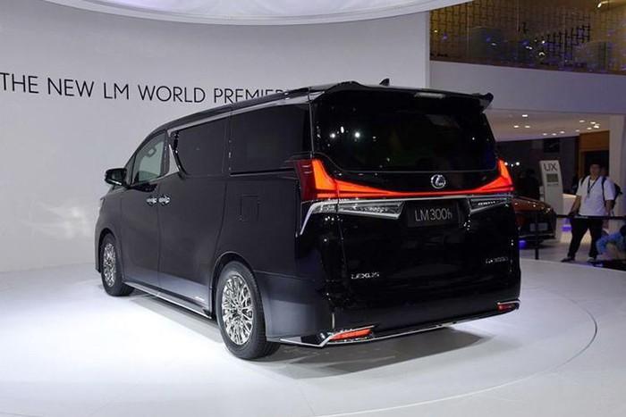 lexus minivan thân xe đẹp