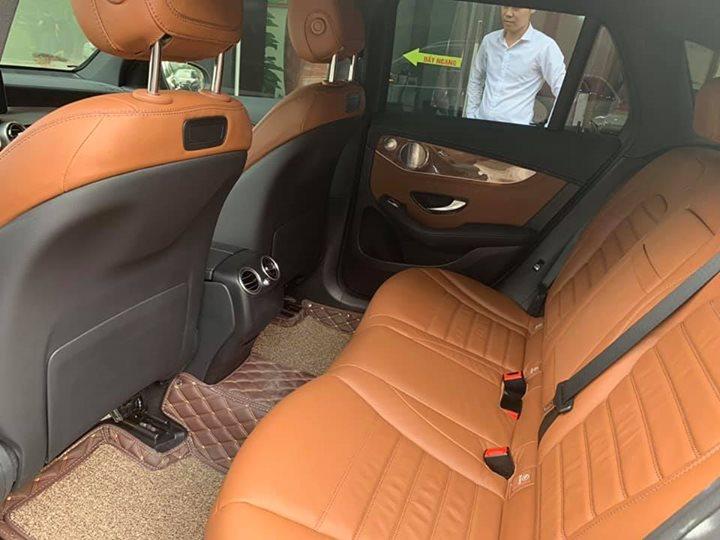 Ghế sau xe sang Mercedes GLC