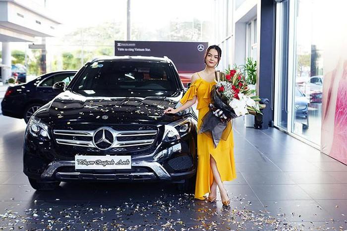 Xe sang Mercedes của Phạm Quỳnh Anh