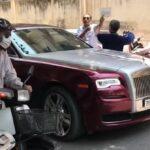 Phẫn nộ người đàn ông đi xe Wave đánh chủ xe Rolls royce Ghost