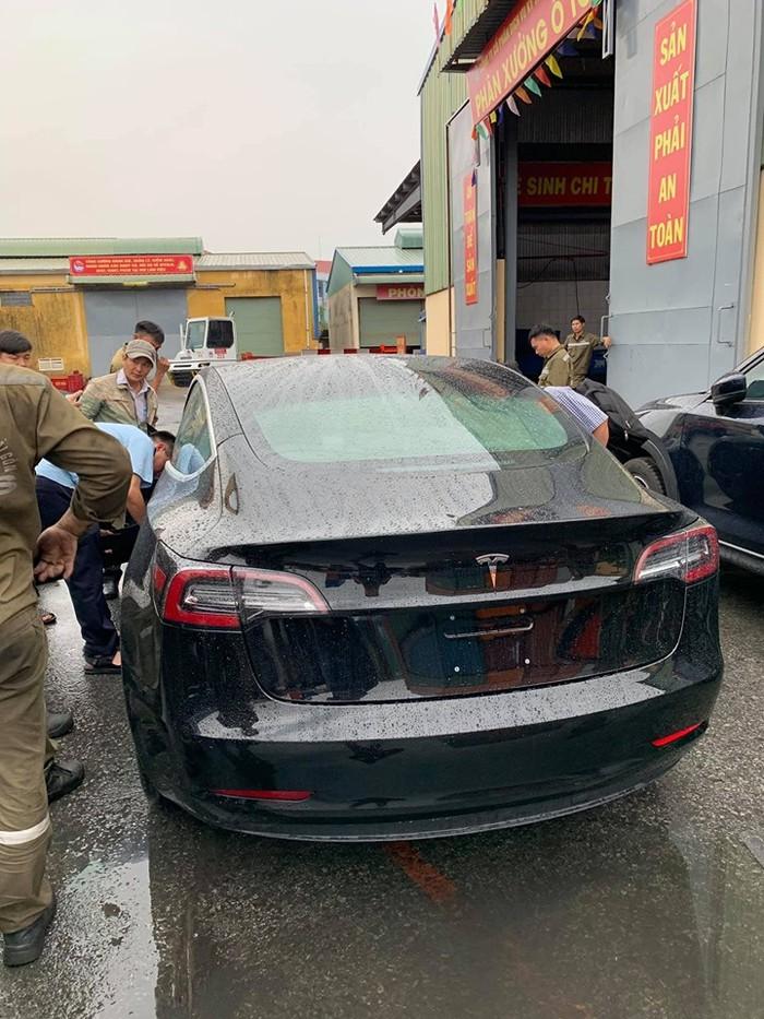 Đuôi xe Tesla đẹp