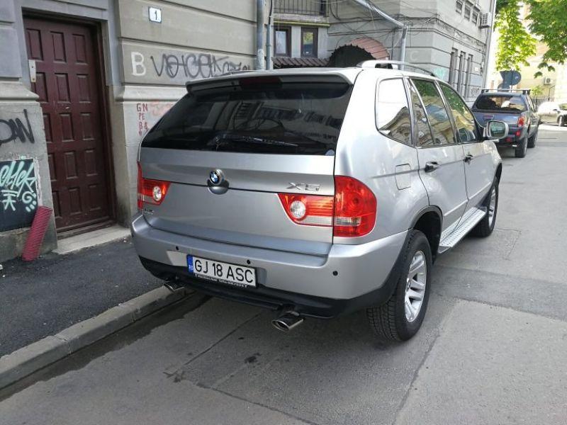Xe sang BMW X5 giả trên phố Châu Âu