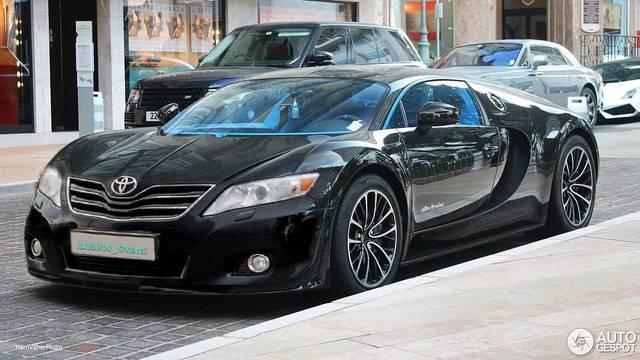 Xe phối Toyota Camry và Bugatti Chiron